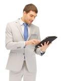 Uomo felice con il computer del pc della compressa Immagini Stock