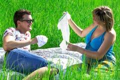 Uomo felice delle coppie e ragazza incinta Immagine Stock