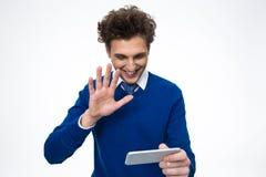 Uomo felice di affari che per mezzo dello smartphone Fotografia Stock
