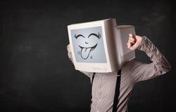 Uomo felice di affari con un monitor del computer e un fronte sorridente Fotografia Stock