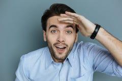 Uomo felice positivo che sembra eccitato Fotografia Stock