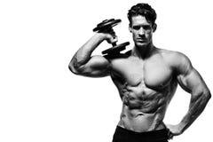 Uomo forte con l'ABS, le spalle, il bicipite, il tricipite ed il petto perfetti Immagine Stock