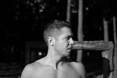 Uomo fotografato nella sessione di allenamento della via Fotografia Stock