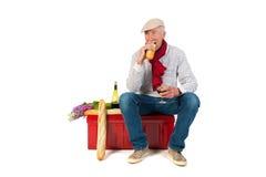 Uomo francese con pane e vino Fotografie Stock Libere da Diritti