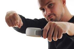 Uomo freddo con il nuovo telefono mobile Immagini Stock Libere da Diritti