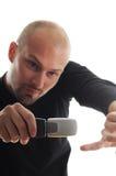 Uomo freddo con il nuovo telefono mobile Fotografia Stock Libera da Diritti