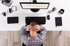 Uomo frustrato di affari in Front Of Computer fotografia stock libera da diritti