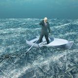 Uomo a galla in barca minuscola su valuta Fotografia Stock Libera da Diritti