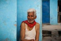 uomo gap-toothed sorridente anziano in India Fotografie Stock Libere da Diritti