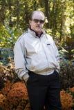 Uomo in giardino Fotografia Stock Libera da Diritti