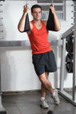 Uomo a ginnastica Immagini Stock