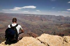 Uomo in grande canyon, Arizona, S.U.A. Immagine Stock