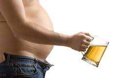Uomo grasso che tiene un vetro di birra Fotografia Stock Libera da Diritti