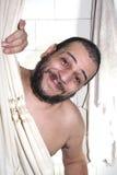 Uomo grasso con una barba nell'acquazzone Immagine Stock Libera da Diritti