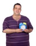 Uomo grasso con una sveglia blu Fotografia Stock