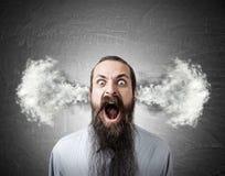 Uomo gridante con vapore dalle orecchie Immagini Stock
