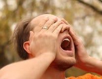 Uomo gridante di crisi Fotografia Stock Libera da Diritti