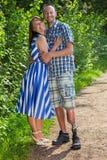 Uomo handicappato sicuro con la sua moglie Immagini Stock