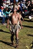 Uomo in Inca Costume Inti Raymi Festival ed in folla tradizionali Immagine Stock