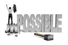 Uomo incoraggiante che sta sulla parola impossibile incrinata del calcestruzzo 3D Fotografia Stock