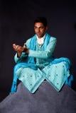 Uomo indù che si siede nella posizione di loto Fotografia Stock