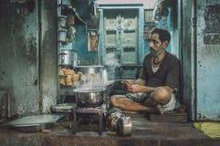 Uomo indiano che vende chai Immagine Stock Libera da Diritti