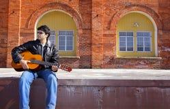 Uomo indiano con la chitarra Fotografia Stock