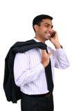 Uomo indiano di affari che per mezzo del cellulare Fotografia Stock