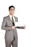 Uomo indiano di affari che tiene una scheda di nome. fotografia stock libera da diritti