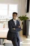 Uomo indiano di affari con le braccia piegate Fotografia Stock Libera da Diritti