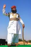 Uomo indiano in vestito tradizionale che partecipa al competi di sig. Desert immagini stock