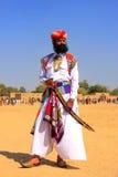 Uomo indiano in vestito tradizionale che partecipa al competi di sig. Desert fotografia stock libera da diritti