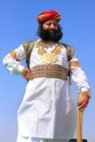 Uomo indiano in vestito tradizionale che partecipa al competi di sig. Desert immagine stock libera da diritti
