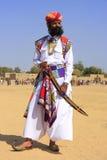 Uomo indiano in vestito tradizionale che partecipa al competi di sig. Desert immagini stock libere da diritti