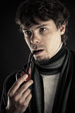 Uomo intelligente con un tubo in una bocca Fotografia Stock Libera da Diritti