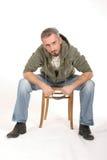 Uomo intenso di seduta immagine stock