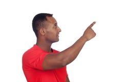 Uomo latino casuale che indica qualcosa Fotografia Stock