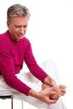 Uomo maggiore con dolore del piede Fotografia Stock