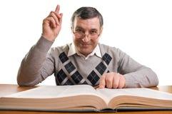 Uomo maggiore con il libro Fotografia Stock