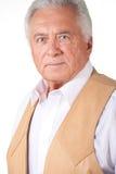 Uomo maggiore in maglia di cuoio marrone Fotografia Stock