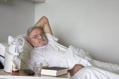 Uomo maggiore in ospedale fotografia stock libera da diritti