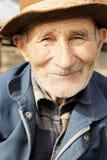 Uomo maggiore sorridente in cappello Fotografia Stock