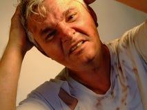 Uomo maggiore sporco frustrato ed arrabbiato Fotografie Stock Libere da Diritti