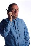 Uomo maggiore sul telefono fotografia stock