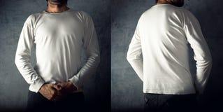 Uomo in maglietta bianca in bianco Fotografie Stock Libere da Diritti