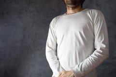 Uomo in maglietta bianca in bianco Immagine Stock Libera da Diritti