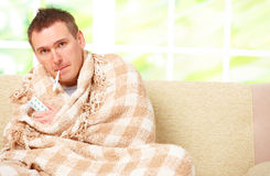 Uomo malato con una febbre Fotografia Stock Libera da Diritti