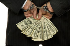 Uomo in manette con soldi Fotografie Stock
