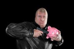 Uomo mascherato che ruba piggybank Fotografia Stock Libera da Diritti