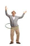 Uomo maturo allegro con un hula-hoop Fotografia Stock Libera da Diritti